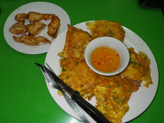 Chicken with egg sticky rice, should be called egg sticky rice with small pieces of chicken